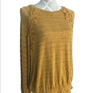 🇨🇦Maurices Lace Trimmed Stretch Top